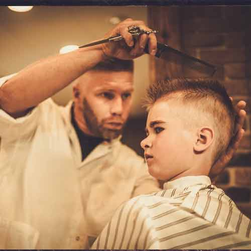 Men cut Small child hair